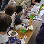 炊き出しに、新宿九州料理店「とっとっと」さんの牛すじ煮込み、長野信州蕎麦